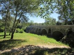 Pont Charles-Martel sur la Cèze - Français:   Pont depuis la rive ouest