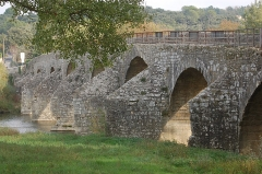 Pont Charles-Martel sur la Cèze - This building is indexed in the Base Mérimée, a database of architectural heritage maintained by the French Ministry of Culture,under the reference PA00103183 .