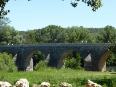 Pont Charles-Martel sur la Cèze - Français:   Pont Charles Martel à la Roque sur Cèze (Gard)