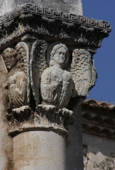 Ancienne abbaye de Saint-Gilles - English:  Capitel with angels, abutment of the rib of the arc of an apse of the destroyed part of the Abbey.
