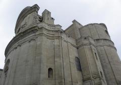 Eglise Saint-Etienne - Façade principal, nef et transept de l'église Saint-Étienne d'Uzès (30).