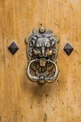 Hôtel Chambon de la Tour - English: Door knocker of the Hôtel Chambon de la Tour at 18 rue du Dr Blanchard in Uzès, Gard, France
