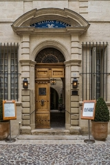 Hôtel Chambon de la Tour - English: Portal of the Hôtel Chambon de la Tour at 18 rue du Dr Blanchard in Uzès, Gard, France