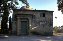 Pavillon Racine - English:  Jean Racine pavilion was built in 1887 on the ruins of a tower of the old walls and received in 1819, the name of the writer who came to walk during his stay in Uzes, where he wrote on a  famous letter