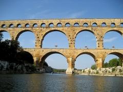 Pont du Gard et aqueduc romain de Nîmes - Deutsch:   Pont du Gard, Frankreich, vom Fluss Gard aus gesehen (aus dem Kanu fotografiert)