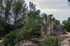 Pont du Gard et aqueduc romain de Nîmes - Des vestiges de l'acqueduc Romain dans la commune de Vers-Pont-du-Gard, Gard, Languedoc-Roussillon, France.