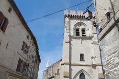 Eglise Notre-Dame -  Eglise Collégiale Notre-Dame, Place Meissonnier, à Villeneuve-lès-Avignon. cette photo est prise le 22 Août 2014 lors de mon passage à Avignon une ville construite dans les années 14000, elle fut le refuge des religieux.