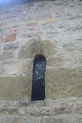 Chapelle Saint-Raphaël de la Bastide - Français:   Bédarieux, Hérault -  fenêtre romane de la chapelle Saint-Raphaël de la Bastide
