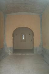 Chapelle Saint-Raphaël de la Bastide - Français:   Bédarieux, Hérault -  nef et chevet quadrangulaire de la chapelle préromane Saint-Raphaël de la Bastide