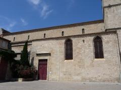 Eglise de la Madeleine - Català: Part lateral de l'església de la Magdalena (Besiers)