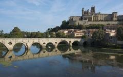 Vieux pont sur l'Orb - English: Pont Vieux and Cathédrale Saint-Nazaire de Béziers. Béziers, Hérault, France