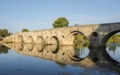 Vieux pont sur l'Orb - English: Pont Vieux de Béziers mirrored in the Orb River. Béziers, Hérault, France