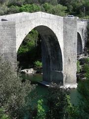 Pont de Saint-Etienne d'Issensac - Français:   Pont du XIVe siècle (fortement restauré par la suite). Commune de Brissac, Hérault, France