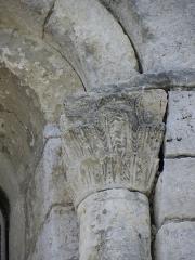 Eglise Saint-Nazaire et Saint-Celse - Français:   Église Saint-Nazaire et Saint-Celse de buzignargues. Chapiteau droit de la 1ère fenêtre méridionale.