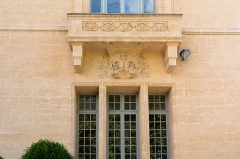 Domaine de Castries -  Balcony whose ornamental frieze has for motive the Arms of the Croix de Castries