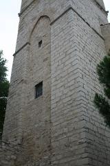 Eglise Saint-Paul - Frontignan (Hérault) - Église Saint-Paul - face ouest du clocher-donjon. L'arcade entre les deux piliers était primitivement ouverte.