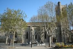 Eglise Saint-Paul - Frontignan (Hérault) - Église Saint-Paul (côté nord) et esplanade (anciennement cimetière).