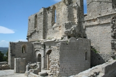 Ancienne abbaye Saint-Félix-de-Montceau - Français:   Gigean ( Hérault - France) - Abbaye Saint-Félix-de-Montceau - vue sur les deux églises (romane et gothique)