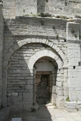Ancienne abbaye Saint-Félix-de-Montceau - Français:   Gigean ( Hérault - France) - Abbaye Saint-Félix-de-Montceau - porte romane