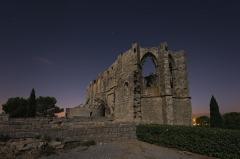 Ancienne abbaye Saint-Félix-de-Montceau - Français:   Abbaye Saint-Félix-de-Monceau  Ancienne abbaye située sur le massif de la Gardiole, sur la commune de Gigean, dans le département de l\'Hérault.  Vue nocturne, avec l\'éclairage de la lune (pose longue Nikon D800 - Nikkor 14-24 mm - F/2.8 - ISO-100 - 14 mm - 30 s.)