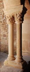 Ancienne abbaye Saint-Pierre de Lunas - Français:   France - Languedoc - Hérault - Joncels - Abbaye - cloître