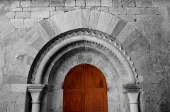 Ancienne abbaye Saint-Pierre de Lunas - France - Languedoc - Hérault - Joncels - Abbaye - archivolte du portail situé face au cloître