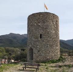 Château - Deutsch: Der Turm des Château de Laroque-des-Albères, Frankreich, aus dem 12. Jahrhundert (Ansicht von NW.)