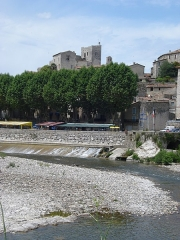 Château - English: The Hérault river at Laroque