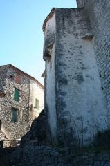 Château - Français:   Laroque - Mur extérieur de la sacristie de la chapelle Saint-Jean, ancienne tour de défense du château.