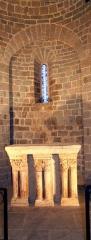 Château - Laroque - Autel roman de la chapelle Saint-Jean.