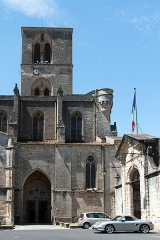 Ancienne cathédrale, actuelle église paroissiale Saint-Fulcran - This building is classé au titre des monuments historiques de la France. It is indexed in the base Mérimée, a database of architectural heritage maintained by the French Ministry of Culture,under the references PA00103478   and IA00029553 .