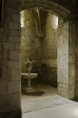 Ancienne cathédrale, actuelle église paroissiale Saint-Fulcran - This building is classé au titre des Monuments Historiques. It is indexed in the Base Mérimée, a database of architectural heritage maintained by the French Ministry of Culture,under the reference PA00103478 .