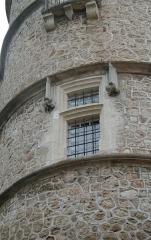 Domaine - Français:   Margon (Hérault) - Fenêtre de la tour nord-ouest du château.