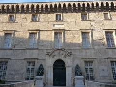 """Ensemble immobilier désigné comme """"faculté de médecine"""" (ancien couvent Saint-Benoît, ancien évêché et faculté de médecine avec le musée d'anatomie) - Català: Facultat de Medicina (Montpeller)"""
