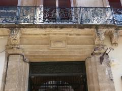 Hôtel de Bénézet - Català: Llinda de la porta de l'Hôtel de Bénézet (Montpeller)