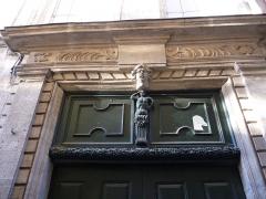 Hôtel de Castan - Català: Llinda a la porta de l'Hôtel de Castan (Montpeller)