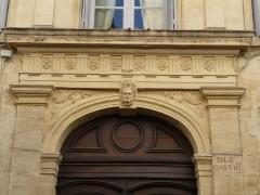 Ancien Hôtel de Castries - Català: Arc sobre la porta de l'Hôtel de Castries (Montpeller)