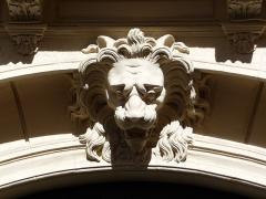Hôtel de Claris - Català: Detall a l'arc de la porta de l'Hôtel de Claris (Montpeller)