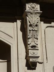 Hôtel de Claris - Català: Detall a la façana (a la dreta de la porta) de l'Hôtel de Claris (Montpeller)