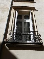 Hôtel de Fizes - Català: Finestra dreta a la façana exterior de l'Hôtel de Fizes (Montpeller)