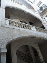 Hôtel de Fizes - Català: Façana del pati i escala de l'Hôtel de Fizes (Montpeller)