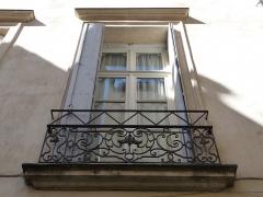 Hôtel de Fizes - Català: Finestra central a la façana exterior de l'Hôtel de Fizes (Montpeller)