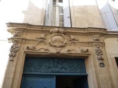 Hôtel de Fizes - Català: Llinda sobre la porta de l'Hôtel de Fizes (Montpeller)