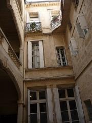 Hôtel de Fizes - Català: Façanes del pati de l'Hôtel de Fizes (Montpeller)