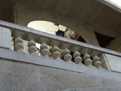 Hôtel de Fizes - Català: Detall de la façana interior al pati de l'Hôtel de Fizes (Montpeller)