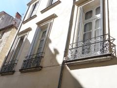 Hôtel de Fizes - Català: Finestres a la façana exterior de l'Hôtel de Fizes (Montpeller)