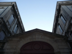 Hôtel de Joubert - Català:   Porta i façanes laterals interiors de l\'Hôtel de Joubert