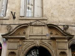 Hôtel de Ricard - Català: Part superior de la porta de l'Hôtel de Ricard (Montpeller)