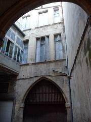 Palais des Rois d'Aragon - Català: Pati i portal interior del Palau dels Reis d'Aragó (Montpeller)