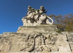 Ensemble de la promenade du Peyrou - Statue de droite de l'entrée ouest de la Place royale du Peyrou. Montpellier, Hérault, France.